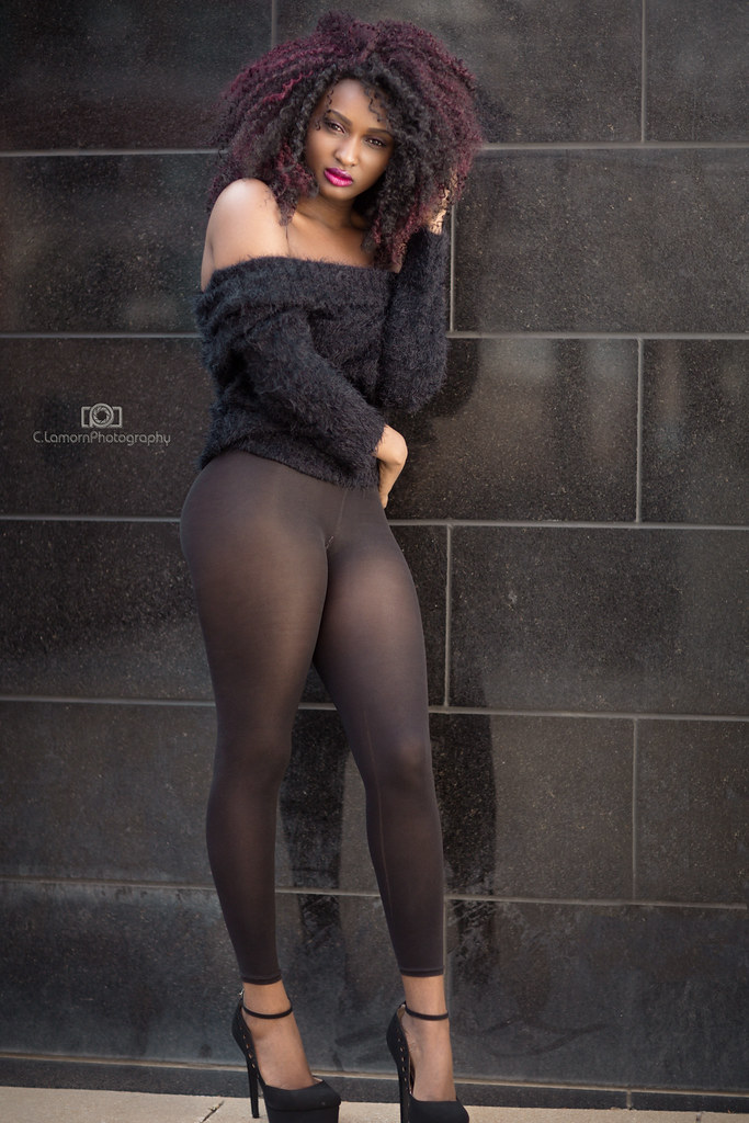 Thick ebony in heels