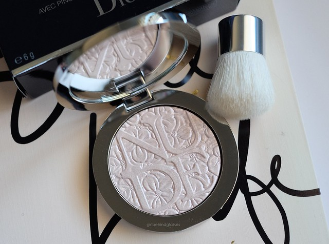 Diorskin Nude Air Illuminating Powder Glowing Pink