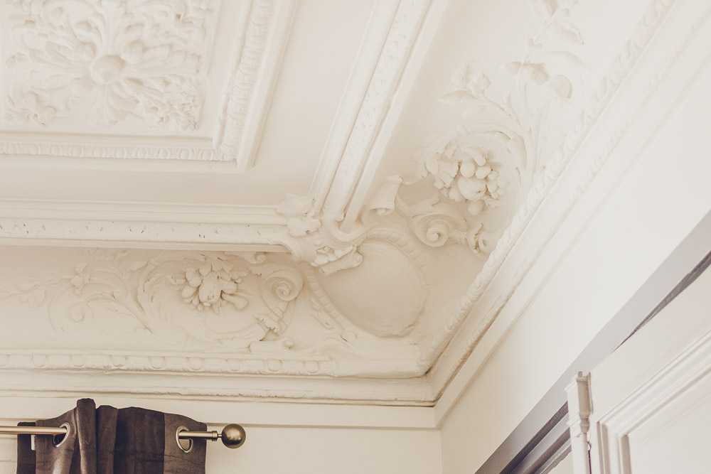 ceiling detail sweet inn ponthieu I Paris apartment