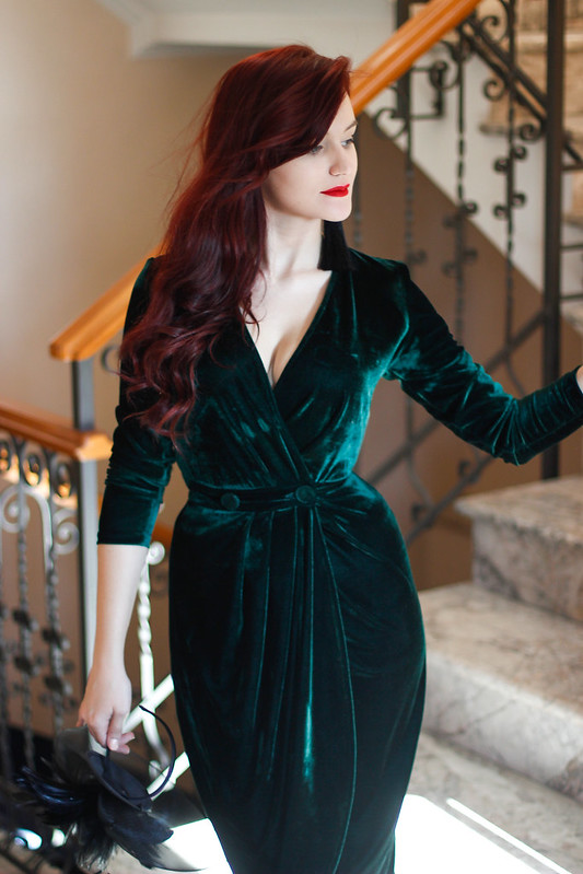 emerald green velvet dress 7