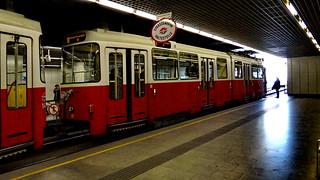 In Wien kann die Bahn, ein Mensch, ein Gaul Ausgleiten und entgleisen, denk nicht zu viel und halt dein Maul auf Reisen 02693