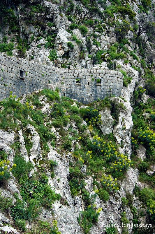 Крепость и горы