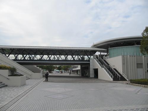 ステーションゲートから直結している橋