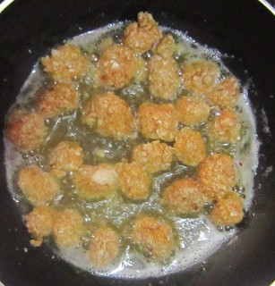 Chicken popcorn 8 - Frying in pan