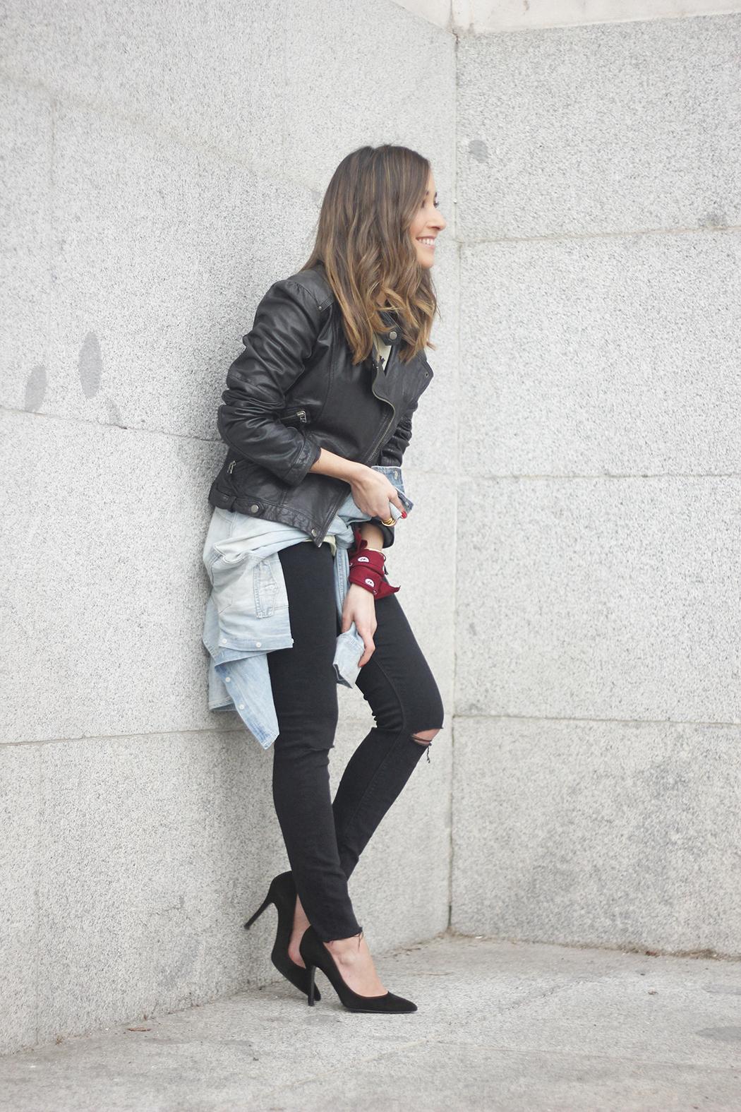 biker jacket black ripped jeans deartee tshirt heels outfit04