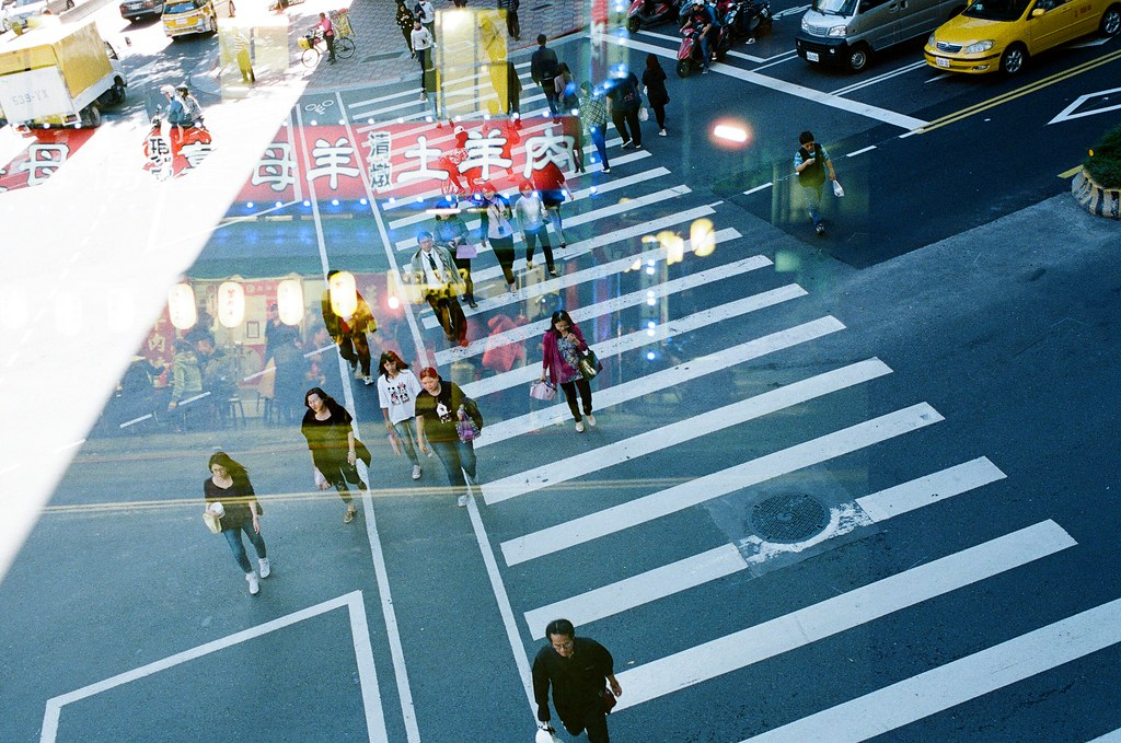 Double Exposure / Negative 800 / Lomo LC-A+, Nikon FM2 這卷底片在不同天重複曝光,很多影像都很特別,在白天可以看到夜晚,在無人的地方隱約看到其他事情正在發生,每一格都很特別,可以慢慢找畫面中的奇特事件!  This film is double exposure in different days, every frame are so special!  Lomo LC-A+ (2015/12/08 ~ 2015/12/11) Lomography Color Negative 800 35mm  Nikon FM2 (2015/12/22) Nikon AI AF Nikkor 35mm F/2D  5660-0037 Photo by Toomore