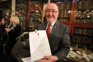 Caoimhghín Ó Caoláin signs the Simon Community pledge to help the homeless