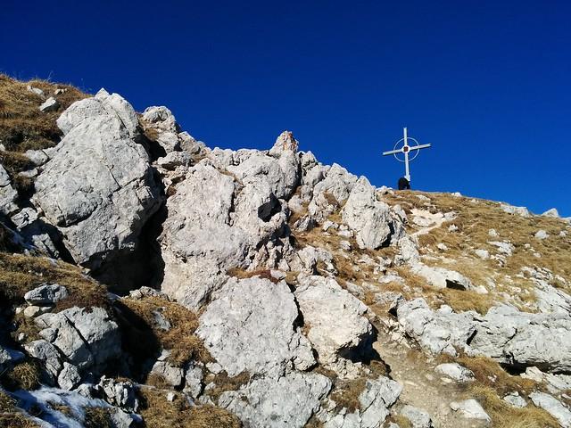 Die letzten Meter zum Gipfelkreuz des Hochalpenkopfs