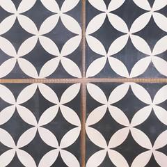 More tile :heart:️    #patterns2_nio #pattern #ihavethisthingwithfloors #tierrayfuego #tiles #cementtile #interiors #interiordesign #flooring #thelangleyhome #thelangleyhouse #langleyreno #langleyranch