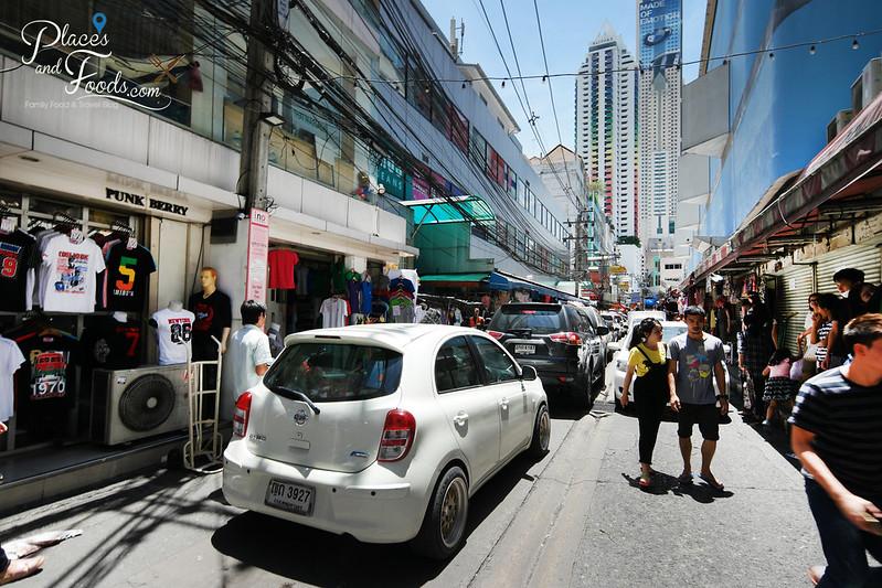 pratunam market alley