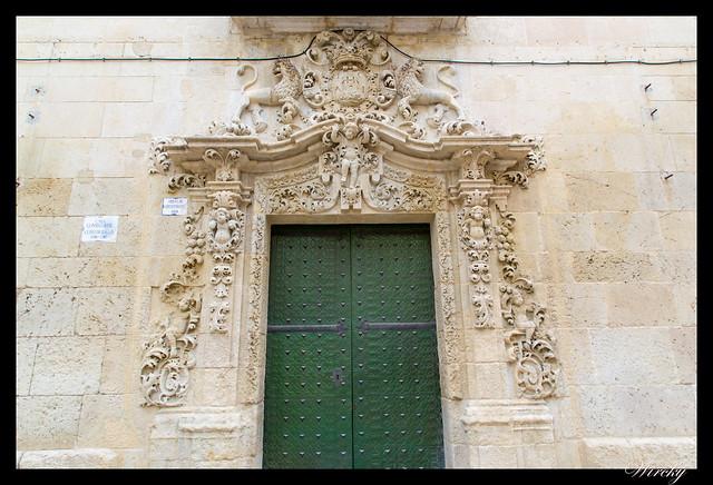 Puerta trasera Ayuntamiento