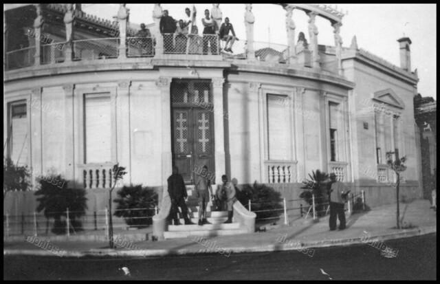Πειραιάς, 1941 - 1944. Η οικία Βασιλειάδη (μετέπειτα Ποταμιάνου) απέναντι από την πλατεία Αλεξάνδρας, επιταγμένη κατά την διάρκεια της γερμανικής Κατοχής.
