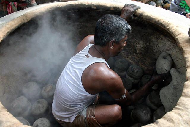 Worker getting bronze pieces, Canon EOS DIGITAL REBEL, Canon 18.0-55.0 mm