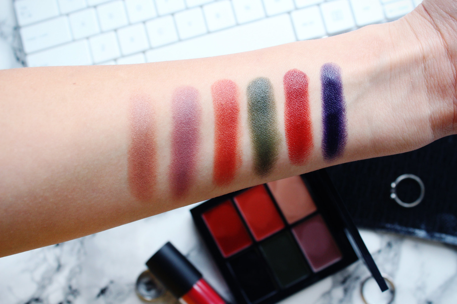 MAC Trend Forecast Fall 16 Eye shadow palette swatches