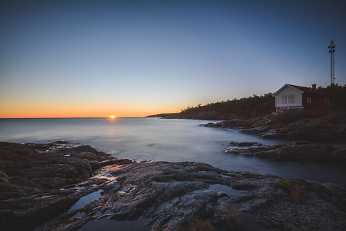 longexposure afsnikkor16354gvr sunrise nikond750 lee6gndsoft leelittlestopper stockholmslän sverige se outdoor coast seaside water sea sky seascape sweden sun shore beach landscape cliffs soluppgång solen