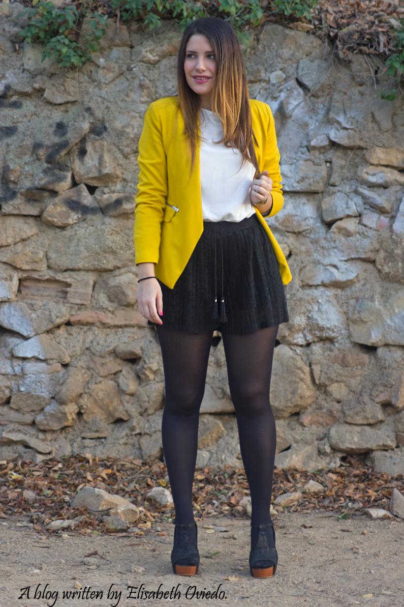 blazer amarilla ZARA shorts encajes Bershka tacones negros look HEELSANDROSES (2)