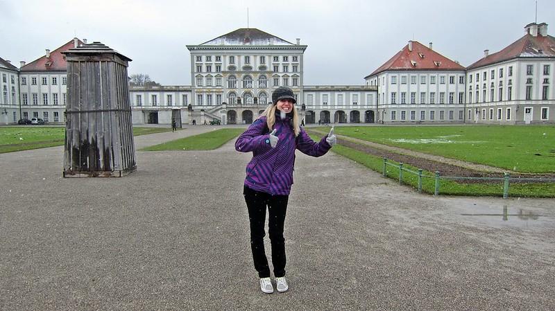 Goldengelchen-Winter in München-Goldengelchen im Schnee vor Schloss Nymphenburg