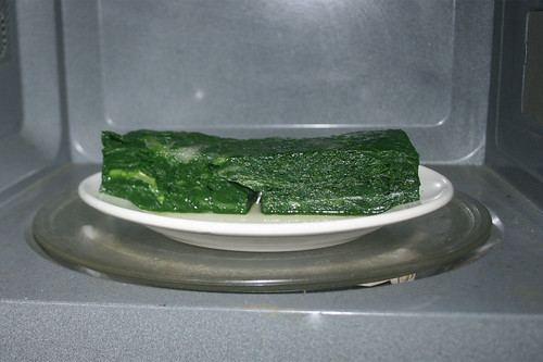 09 - Blattspinat auftauen / Defrost leaf spinach
