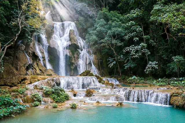Sunbeams over the Kuang Si Falls near Luang Prabang, Laos ルアンパバーン郊外のクアンシーの滝