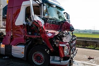 Schwerer Auffahrunfall Mit Zwei Lkw Auf Der A3 Wiesbaden112de