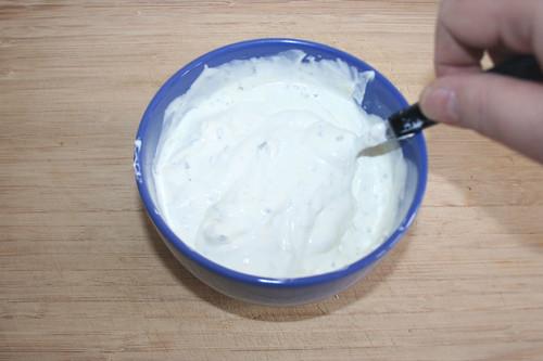 11 - Schmand & Creme fraiche vermischen / Mix sour cream & creme fraiche