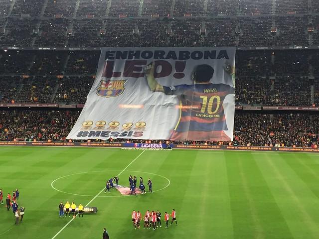 Messi ofrece su quinto Balón de Oro, en el Camp Nou