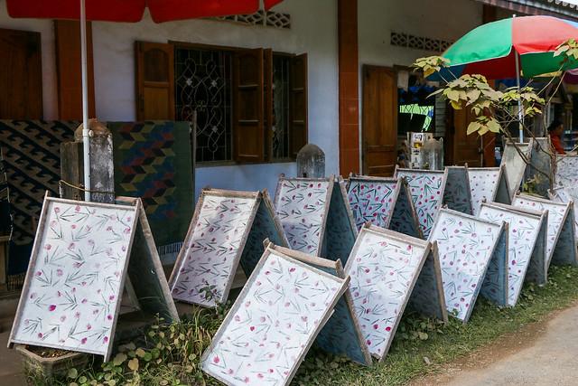 Drying handmade paper, Ban Xang Khong village near Luang Prabang, laos ルアンパバーン郊外のバーンサーンコーン村、干してある手漉き紙