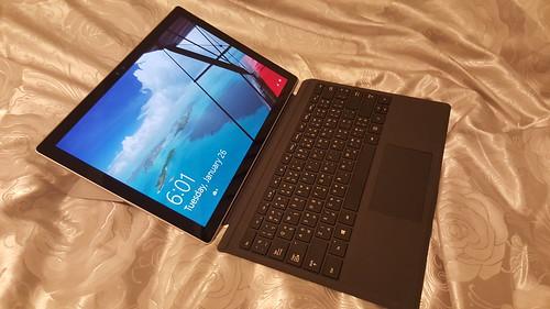 Microsoft Surface Pro 4 ยังคงใช้งานแบบโน้ตบุ๊กได้หลากหลายท่วงท่าเช่นเคย