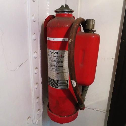 昔の消火器、展示用。