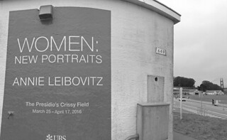 Women Annie Leibovitz - Sign