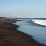 Playas de arena negra en el este de Bali