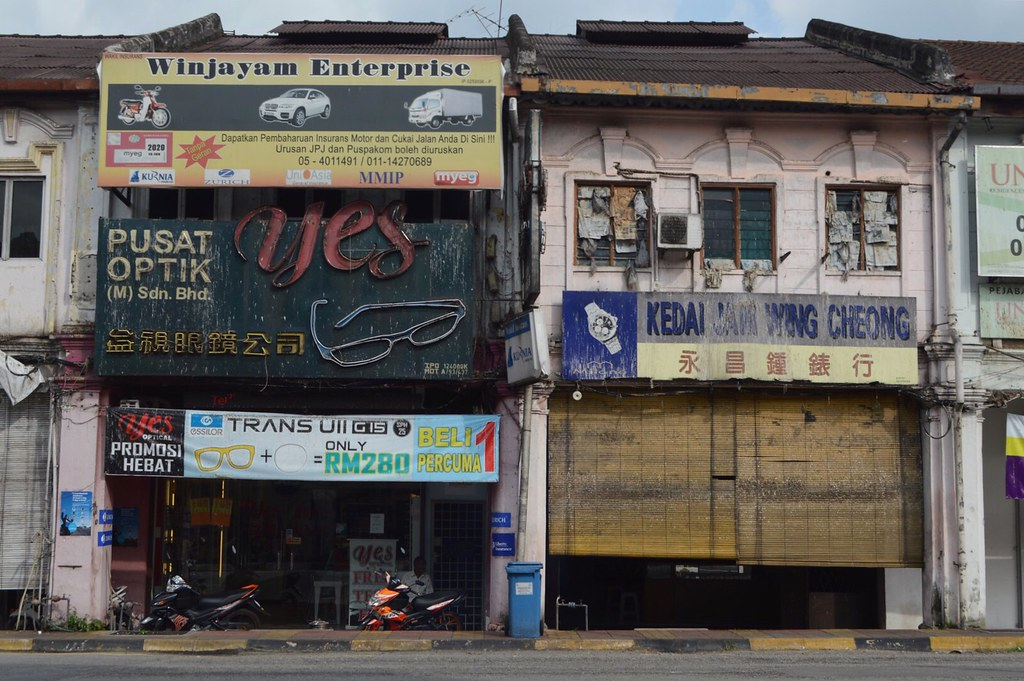 Buildings in towns I crossed south from Ipoh