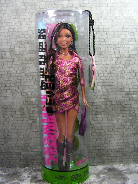 2005 Barbie Fashion Fever Desiree H0923 (2)