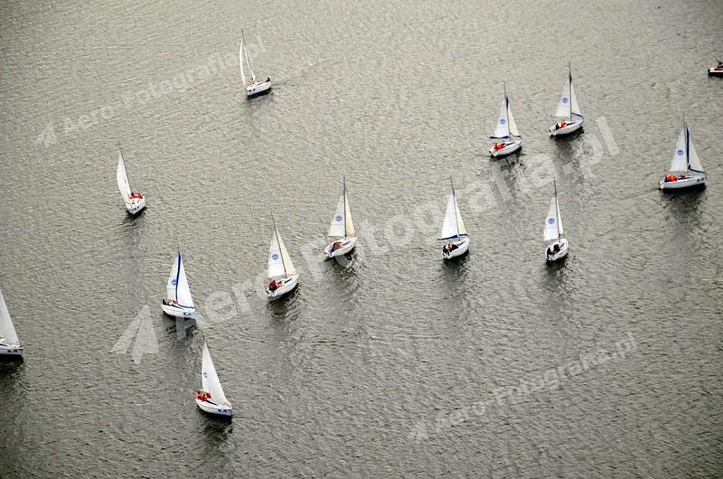Jachty na wodzie.
