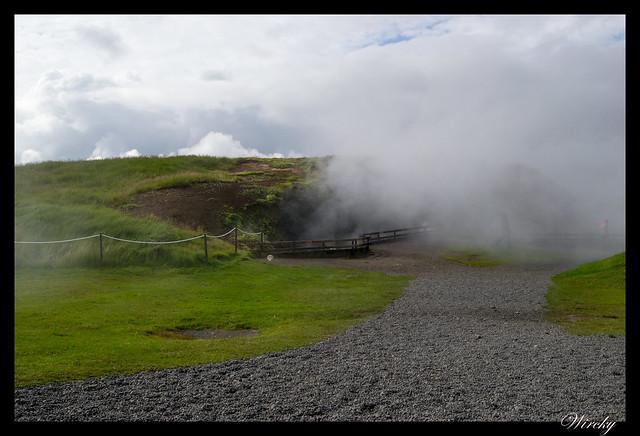 Nubes de vapor de la fuente termal Deildartunguhver