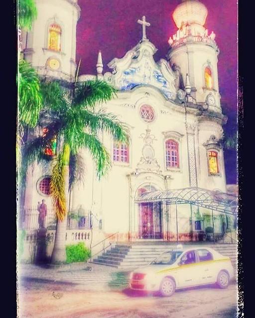 Meu táxi em frente a Igreja Nossa Senhora do Brasil - Aqui acontecem as cerimônias de casamentos mais concorridas da cidade. Famosos; personalidades; famílias abastadas... #ornellastaxi #saopaulocity #saopaulomeumundo #taxiemsaopaulo #igrejanossasenhorado
