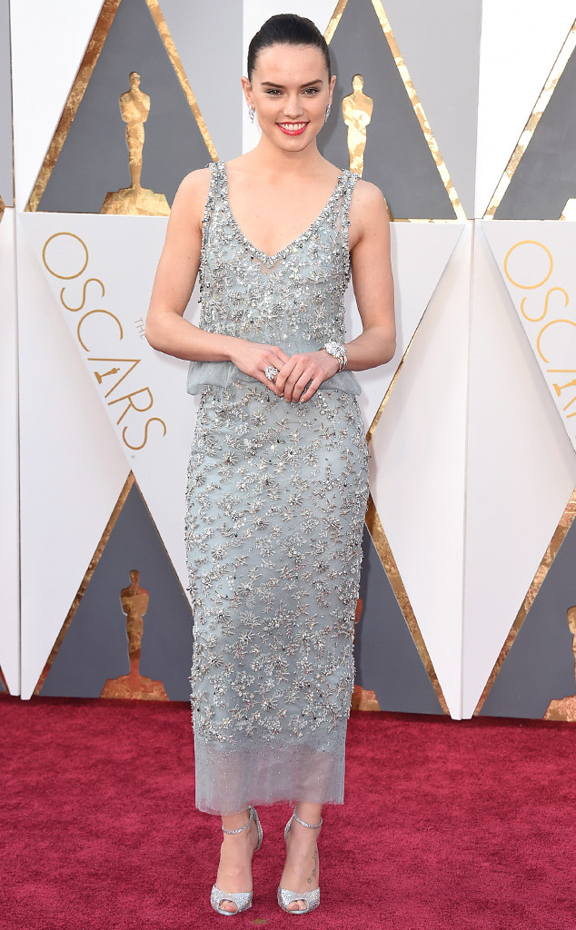 rs_634x1024-160228153227-634.Daisy-Ridley-Oscars-2016-Academy-Awards