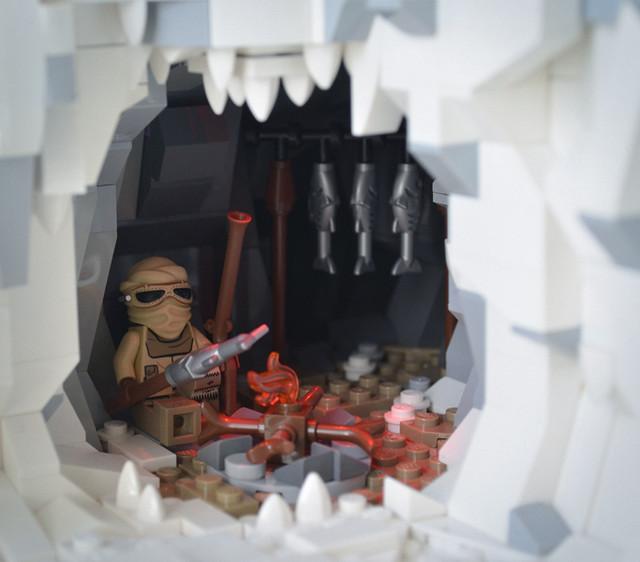 LEGO Indominus Rex vs. Ours polaire