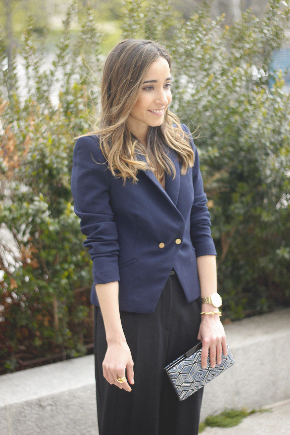 cropped trousers uterqüe clutch blazer accessories outfit style03