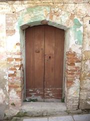 La porta chiusa è la speranza che non hai. Quando speri, hai la chiave di tutte le porte. #poetography
