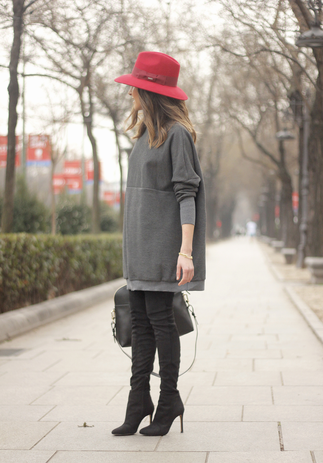 knit dress sheinside over the knee boots mango outfit style red hat uterqüe02