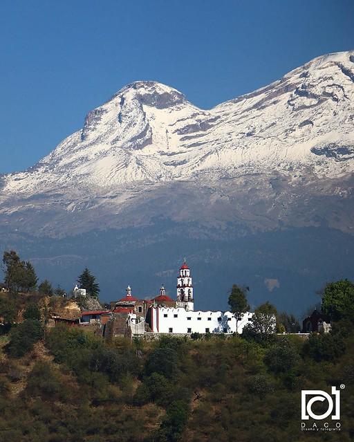 Santuario del Señor del Sacromonte de frente al Iztaccíhuatl, en opinión personal mi foto preferida del paseo.