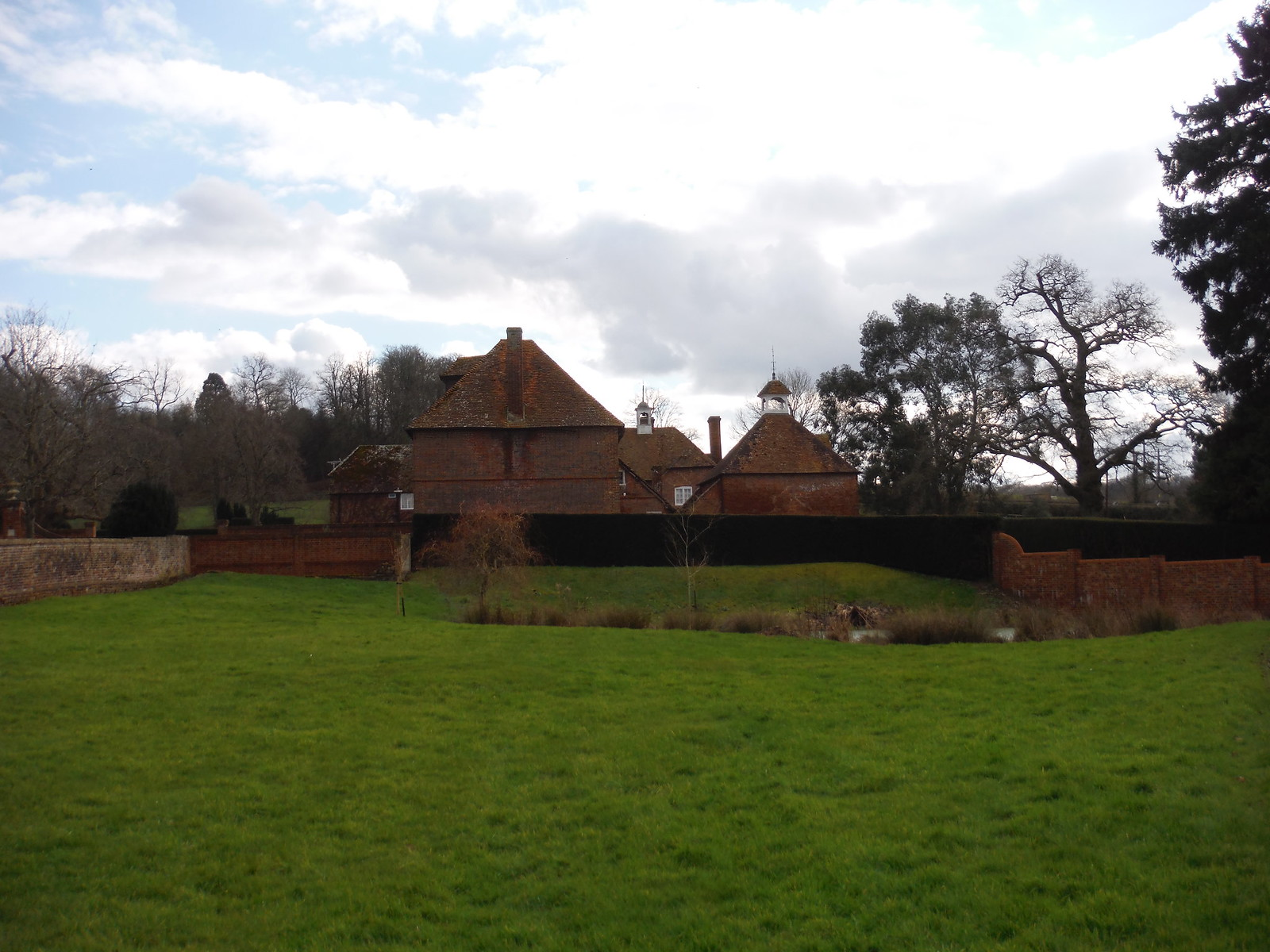 Bucklebury House SWC Walk 117 Aldermaston to Woolhampton (via Stanford Dingley)