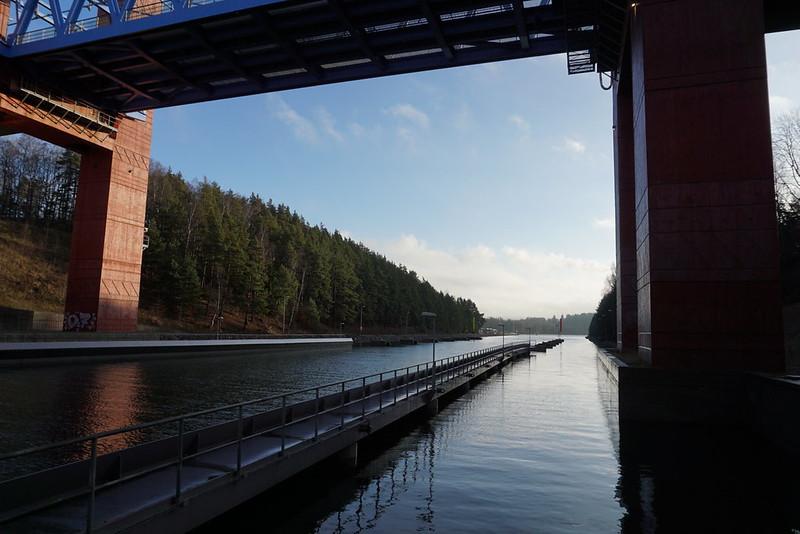 Södertäljebron underifrån i Februari