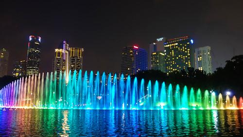 Lichtshow hinter den Petronas Towers