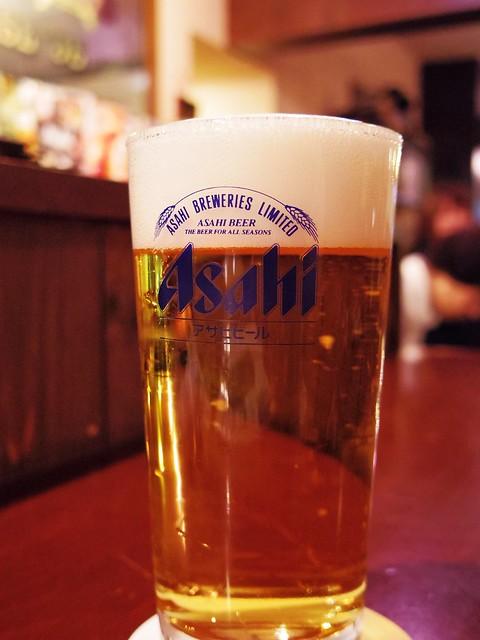 アサヒビールにのロゴが入ったグラスに注がれた「マルエフ」