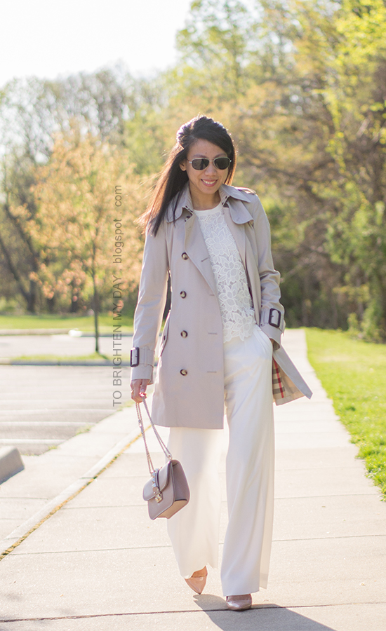 trench coat, white lace sleeveless top, white trousers, nude pumps, crossbody nude studded bag