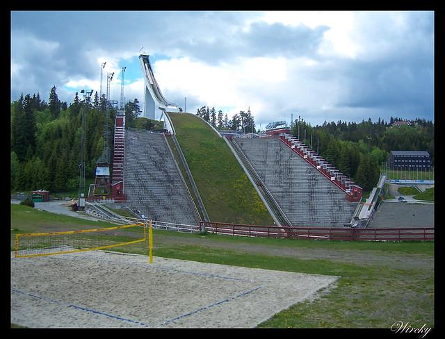 Fiordos noruegos Oslo parque Vigeland Bygdoy Holmenkollen - Trampolín de saltos de esquí de Holmenkollen