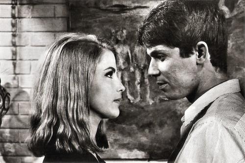 Raphael and Marie José Alphonso in Cuando tú no estás (1966)