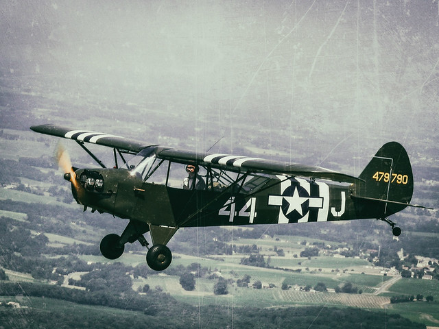 Vintage / Old School film like : film emulation : Piper L4H / J3 Cub air to air photography
